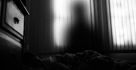 shadow-figure-bed