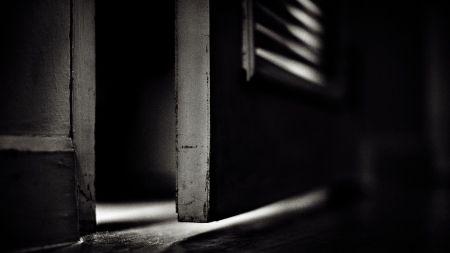 horror-door-image