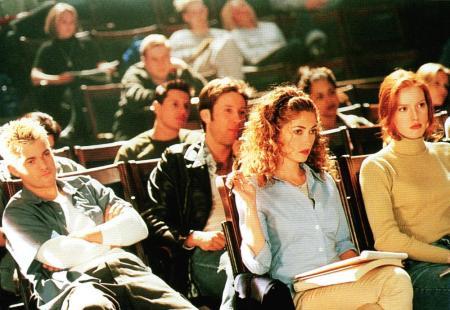 URBAN LEGEND, Joshua Jackson, Michael Rosenbaum, Rebecca Gayheart, Alicia Witt, 1998, college students in class