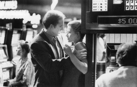 still-of-nicolas-cage-and-elisabeth-shue-in-leaving-las-vegas-(1995)-large-picture